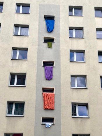 2019-05-17 HAB 40-48 2 Fenster mit Treppenhaus Laken raus