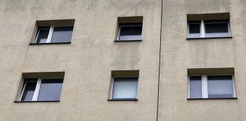 2019-05-17 HAB 40-48 Fenster Ende Dezember gekippt + geschlossen in bewohnter Wohnung