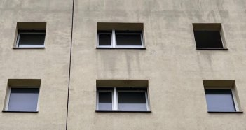 2019-05-17 HAB 40-48 Fenster Ende Dezember offen + gekippt