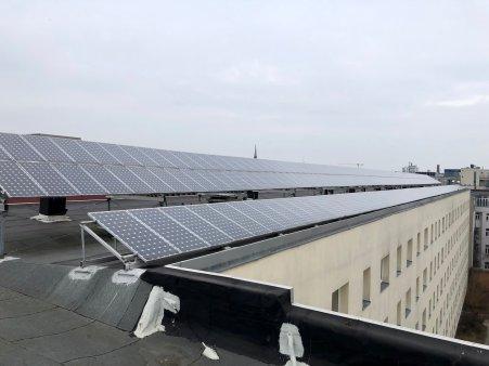 2019-07-30 Habersaathstraße 40-48 Dachansicht Kollektoren