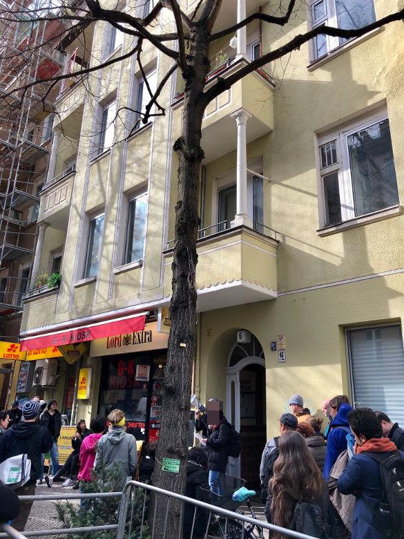 2019-03-31 Kiezspazierung Schillerkiez 001 Leinestraße 6 etwas kleiner + DSGVO